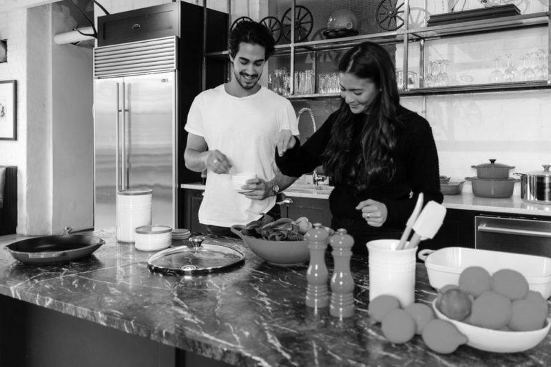 TOEIC Part1|男女が料理をしている写真