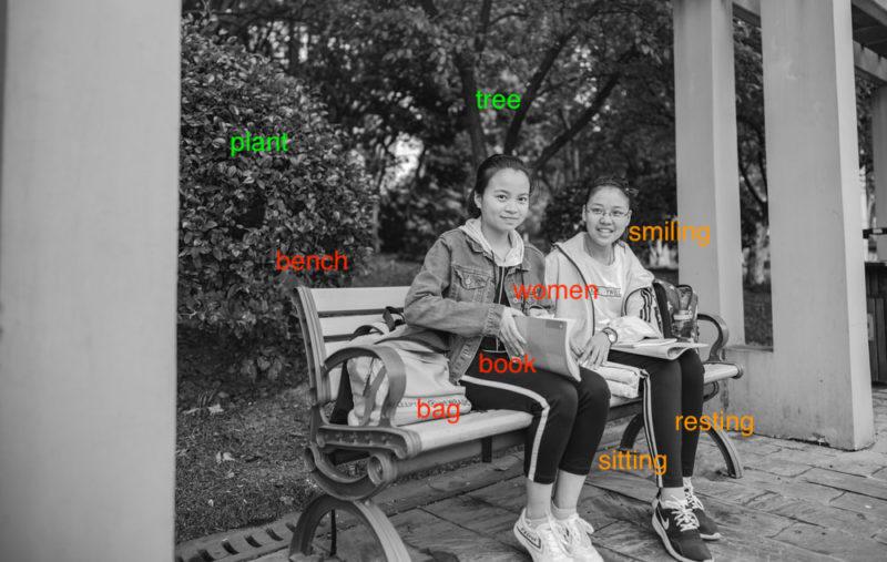 TOEIC 勉強法 600点|Part1|2人がベンチに座っている写真